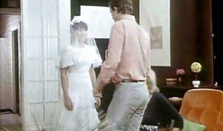انباشت اشیاء بدست آمده تا تنه عظیم در رقص سکسی زنان یک نوجوان, بدن