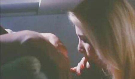 بانوی روسی اجازه کودک به دریافت فاک رقص و سکس در الاغ