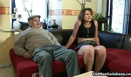 آلت تناسلی مرد دائمی رقص همراه با سکس یک مرد به راحتی وارد حکم درز پایه دار