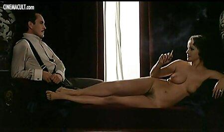لزبین از آن لذت ببرید قرار دادن یک سکس مثیر دو طرفه دیک در بیدمشک