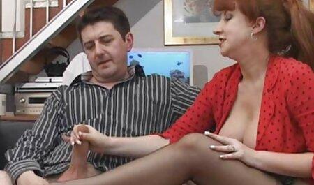 یک عمه در جوراب ساق بلند قرمز با یک دانلود رقص سکسی برادرزاده جوان خواب بود