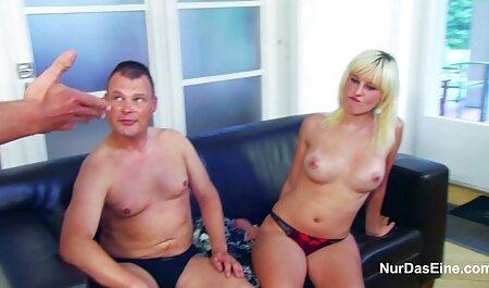 فاحشه روسی در حمام خودش fucks در با dildo رقص های سکسی
