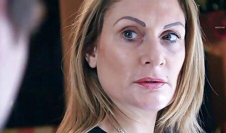 او یک دختر روسی و پر رقص هاي سكسي سوراخ خود را با تقدیر