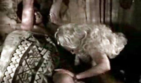 Slutty Olesya رقص سکسی هندی و آنا فتح مرد و او را لیسیدن