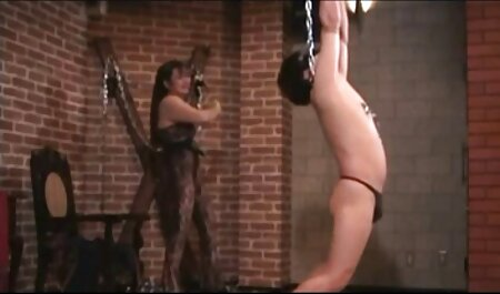 Sensually فاک یک دانلود رقص شهوانی دختر نوجوان در یک بیدمشک خیس