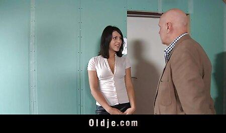 نوک پستان داغ در جوراب ساق بلند fucks در یک دختر بر سکس با رقص روی نیمکت