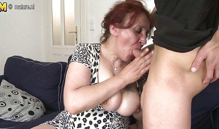 دختر رقص همراه با سکس سکسی می شود فاک با یک اسباب بازی سکسی در بیدمشک او