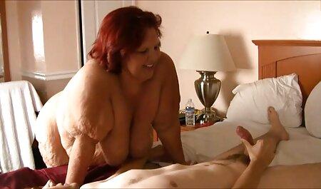 دو دختر از زیبایی الهی درگیر در کانال رقص سکسی لذت لزبین